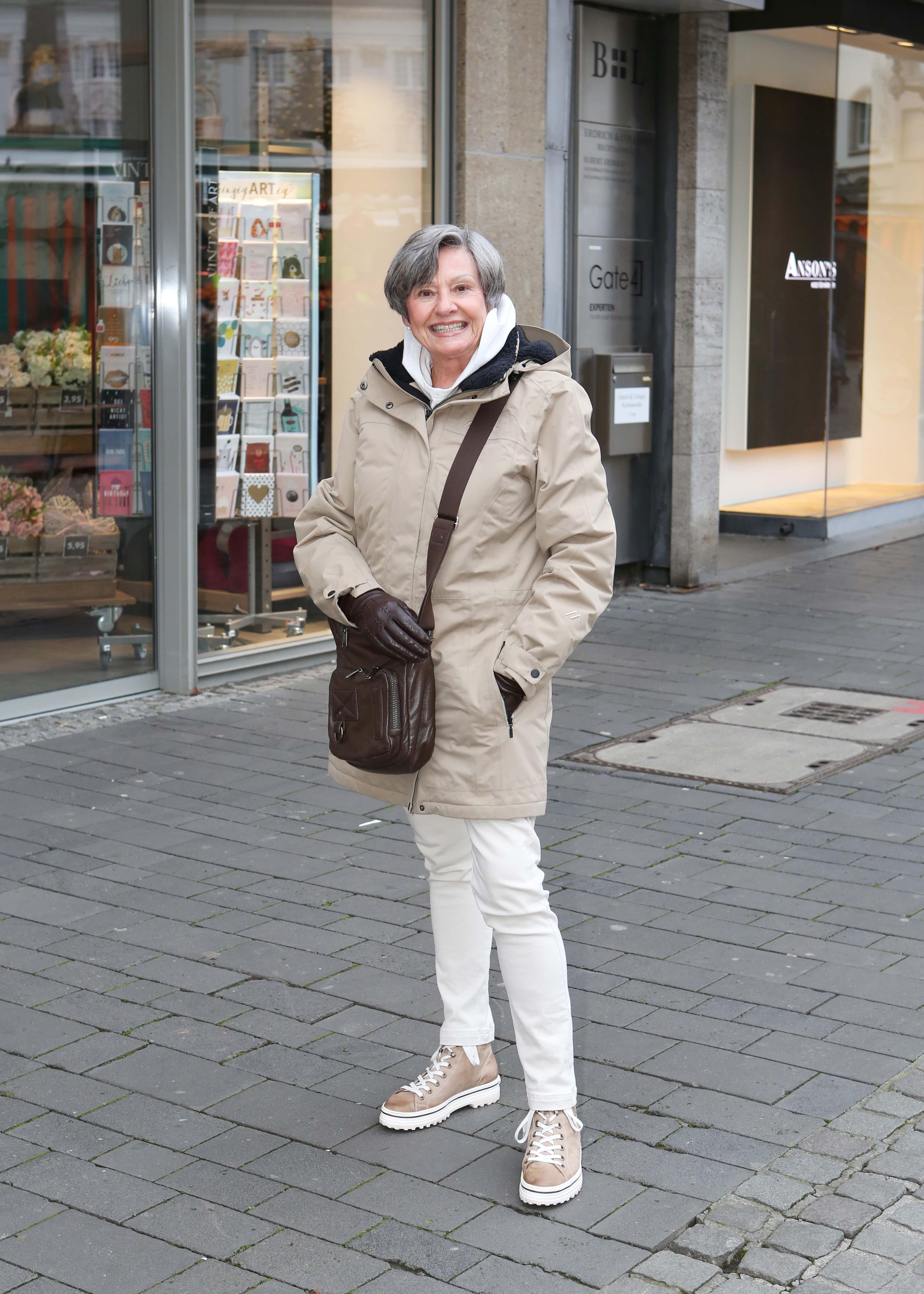 hbvpic-7e4jp461h3m1geiojitg 01-21 CL Bonn Hildegard Nierhaus, 71 07